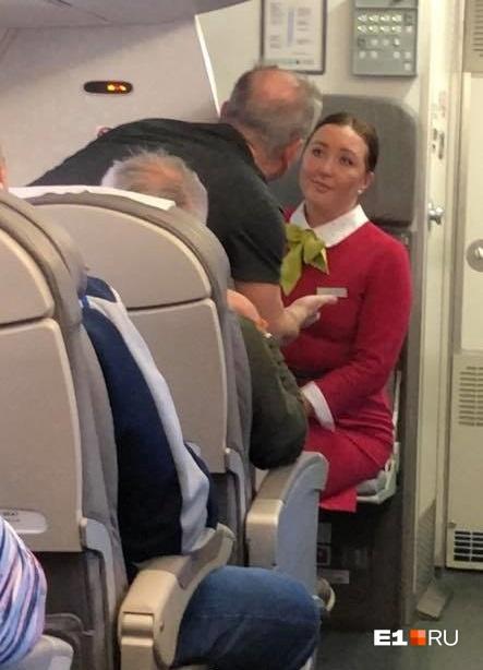 Весь полёт музыканты «Чайф» и другие пассажиры возмущались