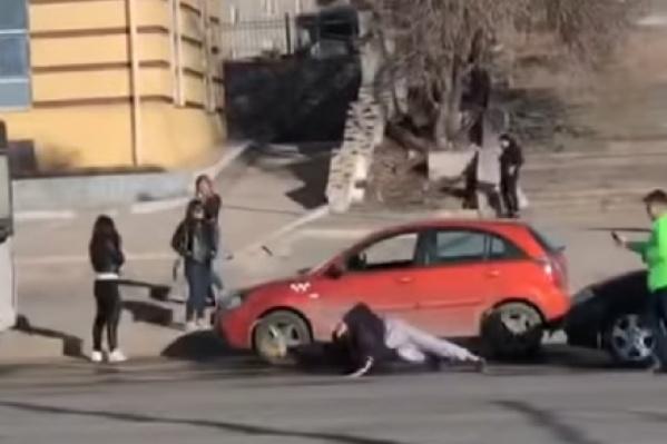 По словам очевидцев, одному из мужчин крепко досталось