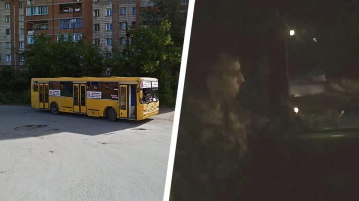 Новосибирец на такси догнал автобус, который проехал мимо. И устроил допрос водителю