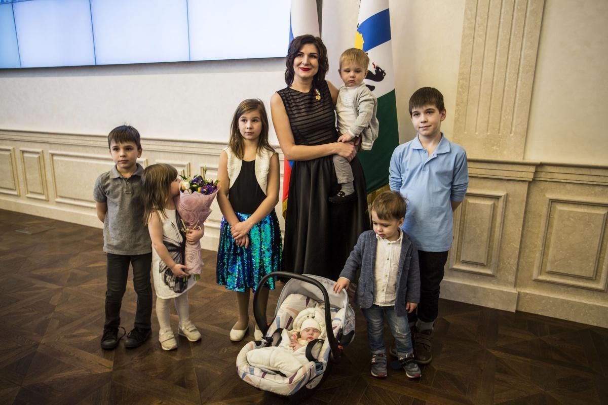 Зинаида Иост воспитывает семерых детей