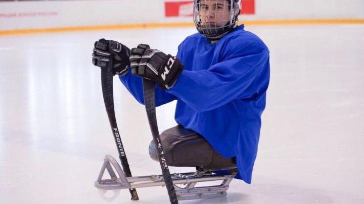 Десантник из Башкирии, потерявший ноги в Омске, сыграет на международном турнире по хоккею