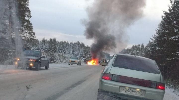 Была погоня: у Полевского после ДТП двое полицейских сгорели в машине