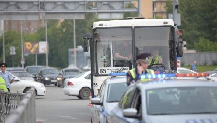 Водителя автобуса, который летом сбил пенсионеров на улице Токарей, отправили в колонию-поселение