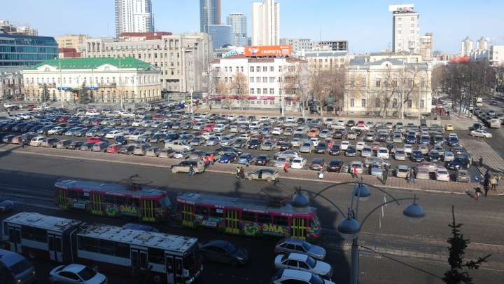Из-за фермерской ярмарки на площади 1905 года запретят парковку