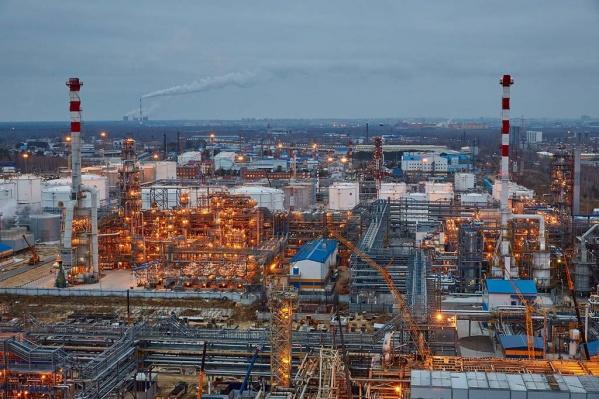 С 10 декабря АНПЗ приостановил переработку нефти. Но слухи о возможном закрытии, как утверждают на предприятии,не имеют ничего общего с реальным положением дел