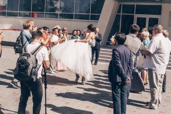 В регионе поженились 13 975 пар