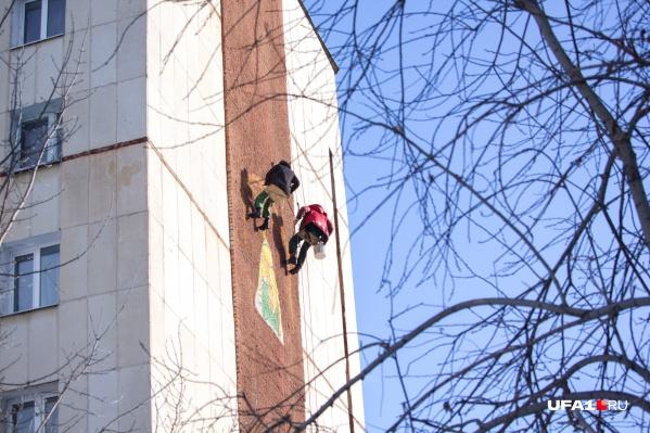 Художник и альпинист провели за работой два дня