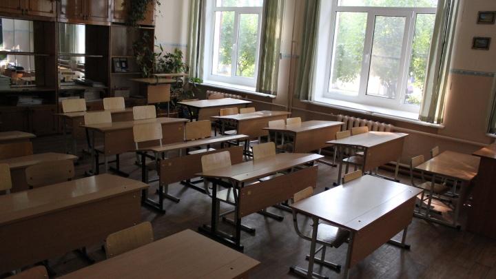 Родители пожаловались на холод в школе, где на замену окон потратили 700 тысяч рублей