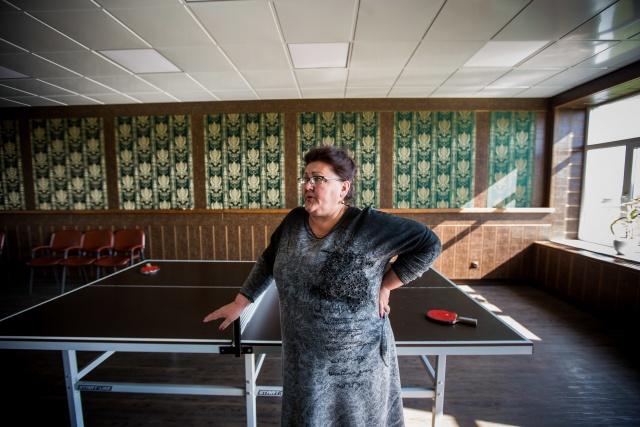 В местном клубе КФХ оборудовало комнату с бильярдом, настольным теннисом и аэрохоккеем, в помощи не отказывает, но, по сути, в селе мало что изменилось, говорит Ирина Мигда