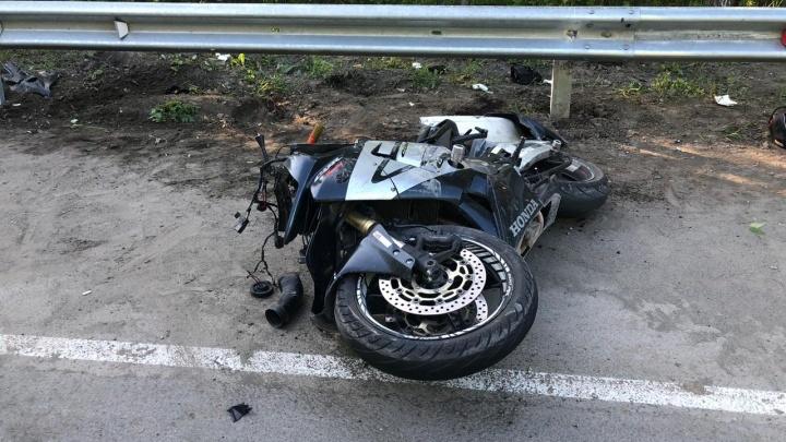 Во Втузгородке мотоциклист въехал в отбойник и впал в кому