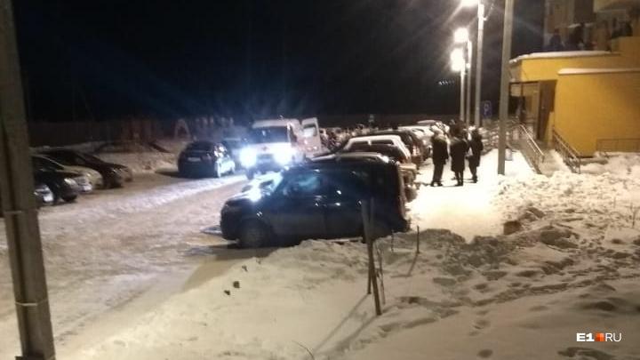 «Они какого-то газа нанюхались»: в Берёзовском подросток упал с балкона 8 этажа