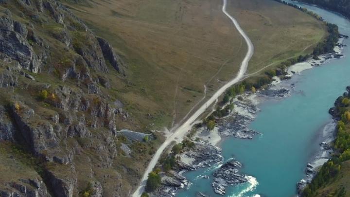 Новосибирец снял осенний Чемал с высоты птичьего полёта