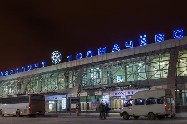 Самолёт приземлился в Новосибирске около 7 часов утра