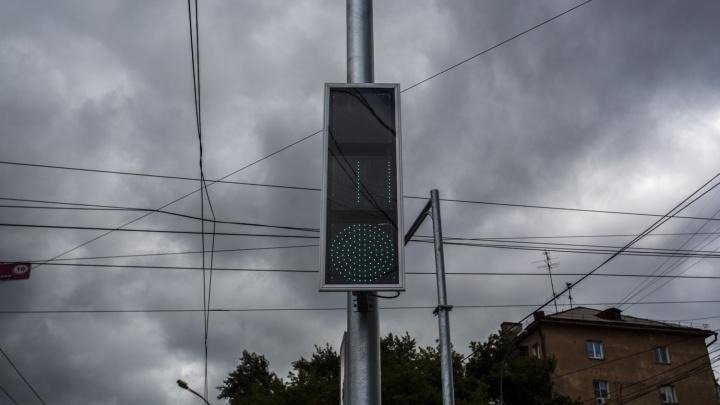 Пробка во все стороны: около НЗХК погасли светофоры