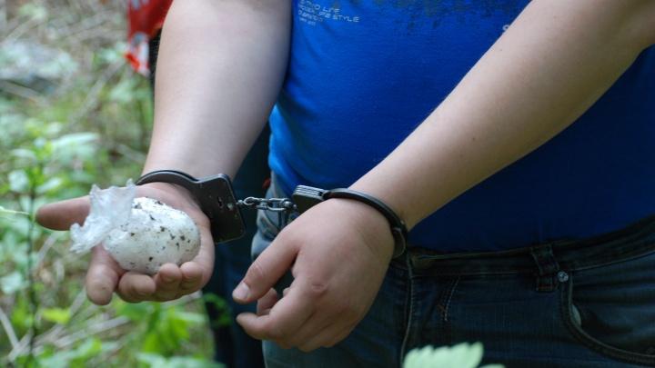 В Екатеринбурге задержали парня, который возил в машине наркотики на 40 миллионов рублей