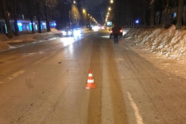 По предварительным данным, женщина переходила улицу Ватутина в неположенном месте