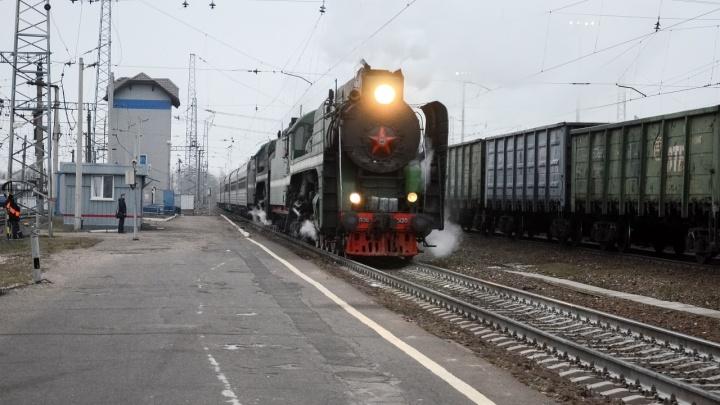 Через Ярославль проследовал поезд на паровозной тяге с туристами, едущими в Великий Устюг к Деду Морозу