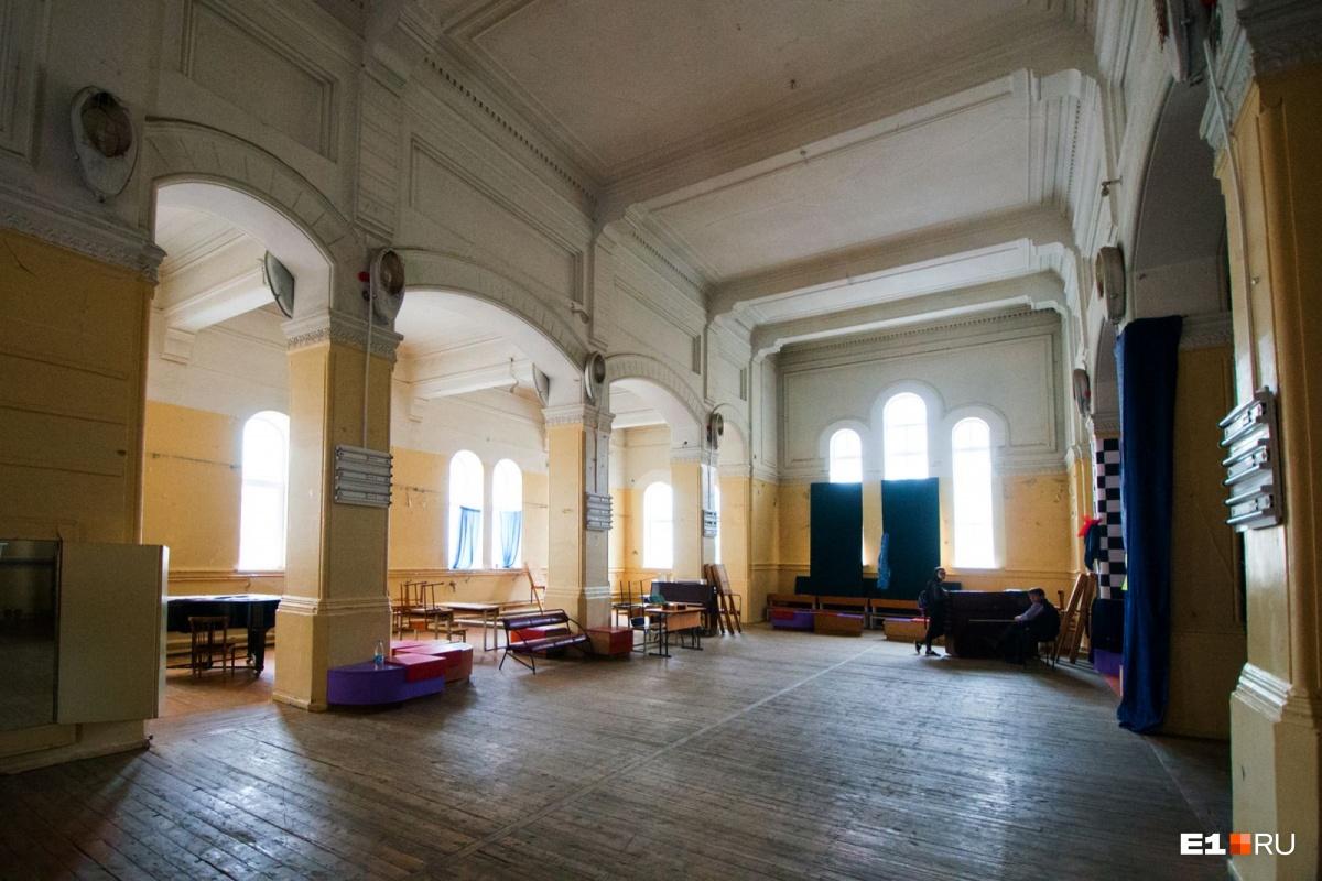 Так церковь выглядит внутри