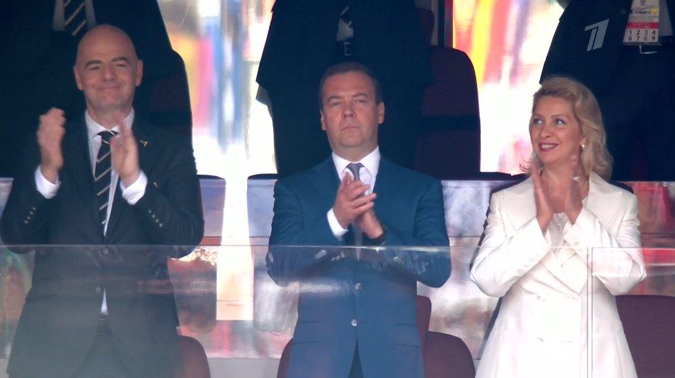 Рядом с Медведевым сидит президент FIFAДжанниИнфантино
