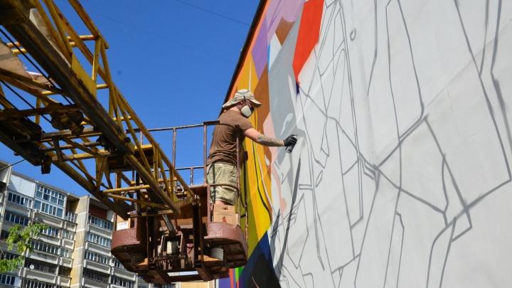 Уличные художники со всей России начали раскрашивать стены в Нижнем Новгороде
