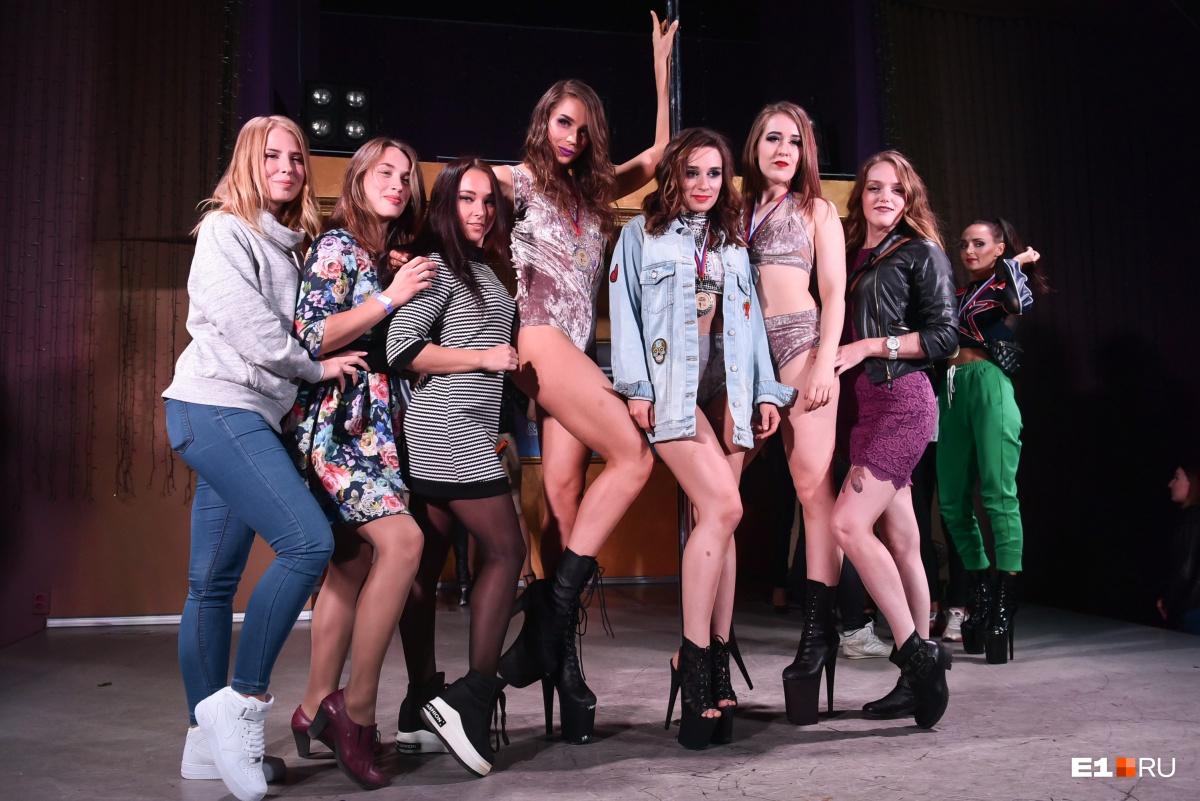Откровенные костюмы и высоченные каблуки: в Екатеринбурге прошли соревнования по танцам на пилоне