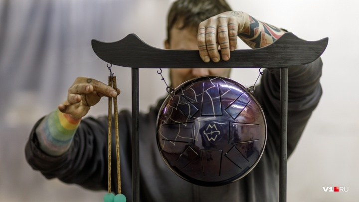 «Глюкофон — это счастье, а не ругательство»: волгоградский мастер сделал бизнес на мини-барабанах