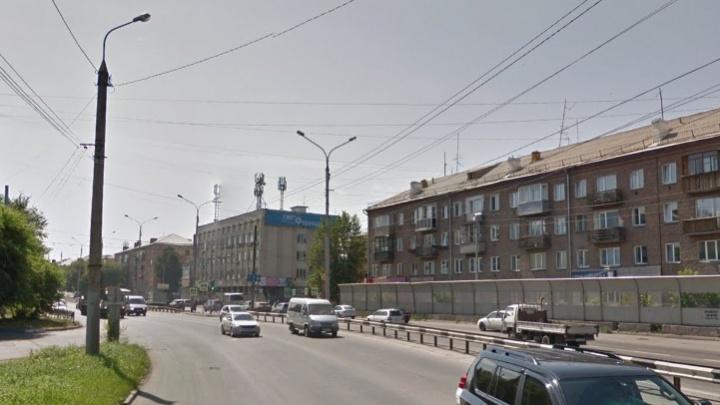 Пешеход перебегал дорогу на Мичурина и стал причиной аварии