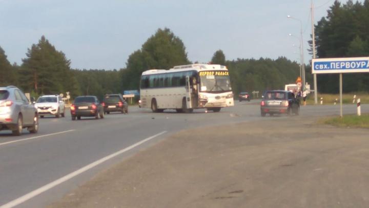 Под Первоуральском легковушка протаранила междугородный автобус, возвращавшийся из Екатеринбурга