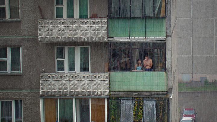 Что нас ждёт в октябре: курильщиков выгоняют с балкона, а Росгвардии поднимают зарплату