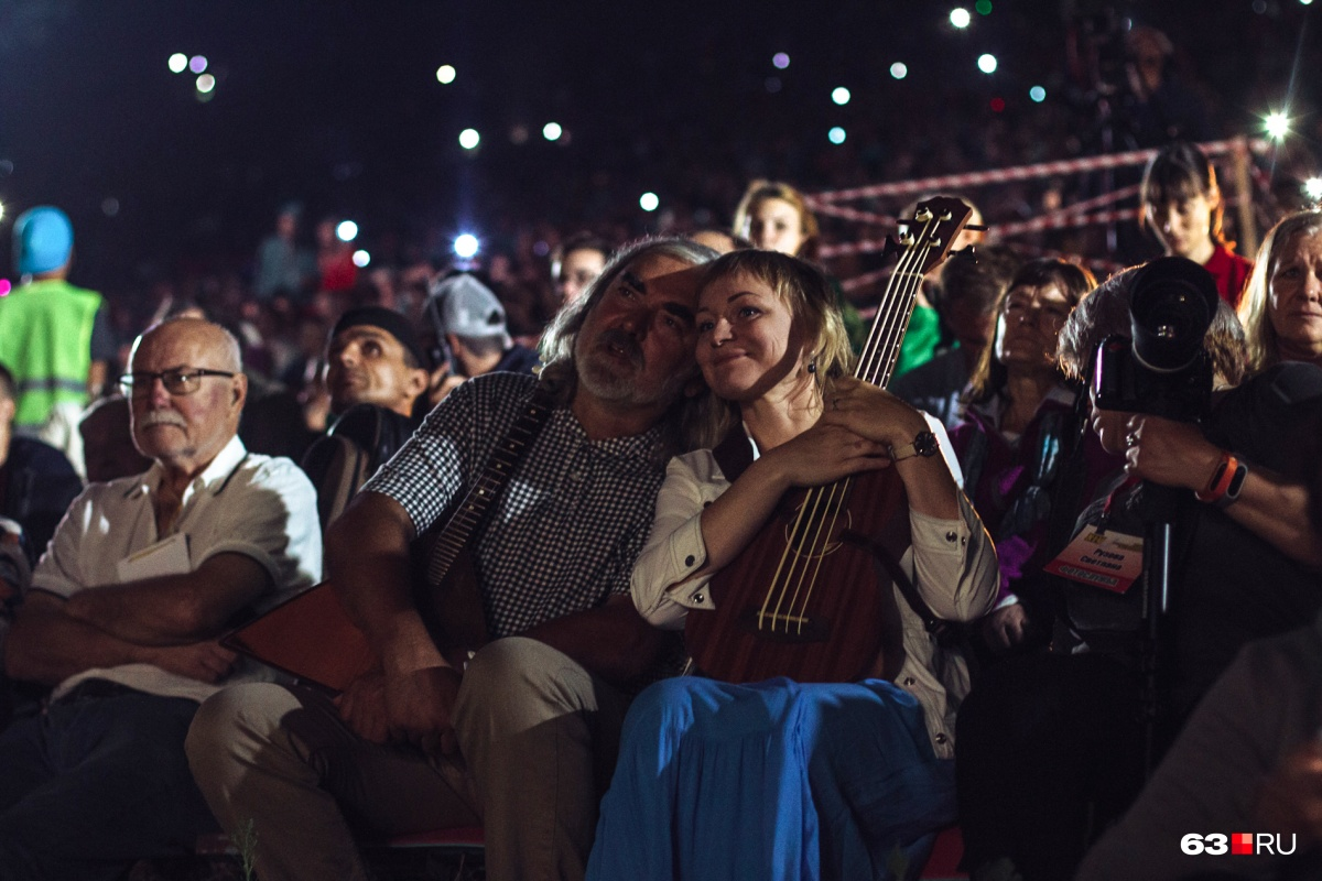 На «Грушинке» гитары везде, даже одна из сцен фестиваля — в форме огромной гитары