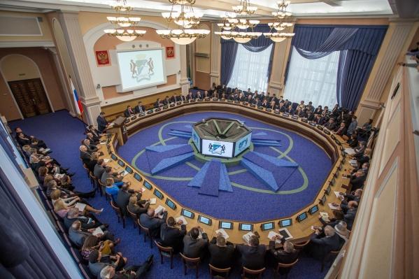 Депутатская сессия началась в 10:00 в большом зале мэрии