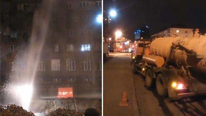 Повреждение на водоводе: ночью в центре Челябинска забил коммунальный гейзер