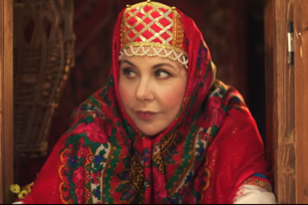 Марина Федункив сыграла «сказочницу в окошке», как в старых добрых сказках Александра Роу, и выступила в роли своеобразного комментатора происходящего