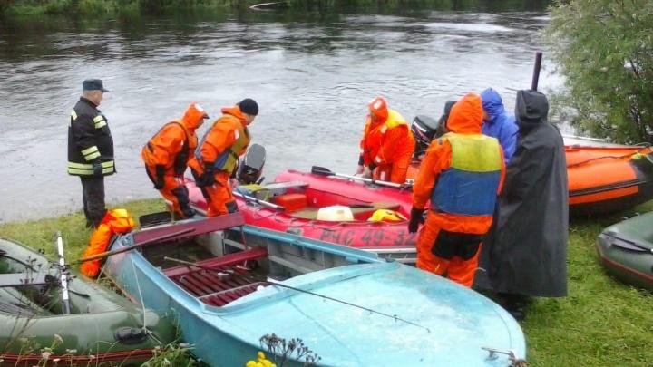 Семью манси, которая утонула на севере области, похоронят сегодня. Поиски еще двух тел продолжаются