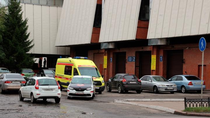 В Омске треть бригад «скорой помощи» простаивают из-за сообщений об эвакуации