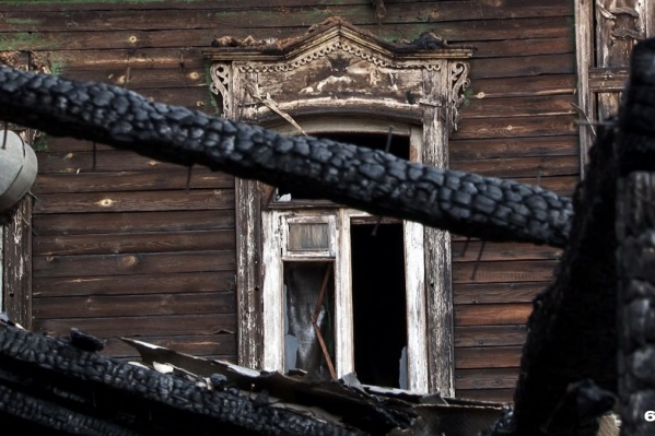 Деревянные дома в Самаре горят подозрительно часто