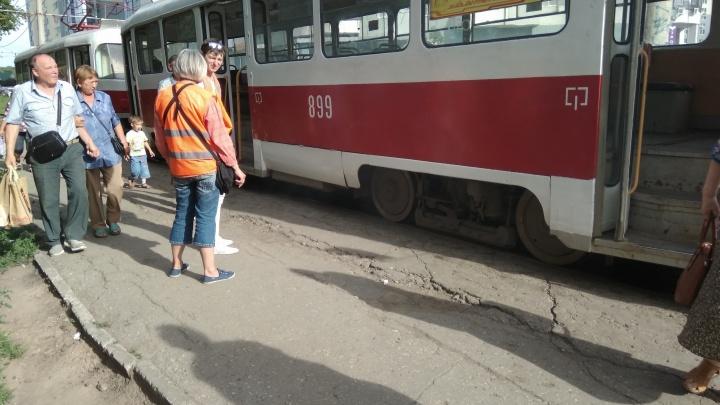 В Постниковом овраге задымился трамвай №13