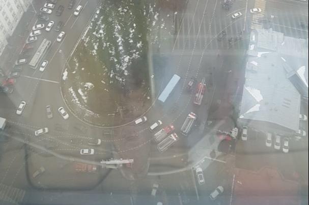 В Екатеринбурге из-за пожара эвакуируют «Высоцкий»