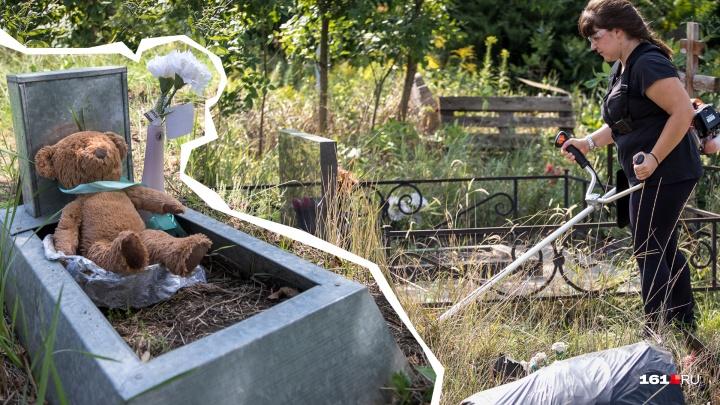 Аллея ангелов: как волонтеры на Северном кладбище ухаживают за могилами новорожденных