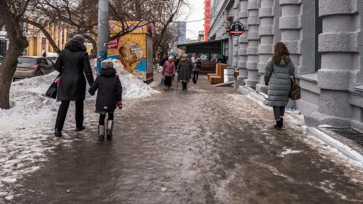 К концу марта будет чисто: мэрия сказала, когда по улицам можно будет ходить, а не скользить