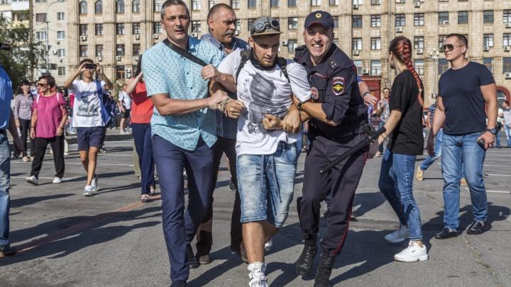 «Срочно освободить, включить голову!»: генерал Кравченко лично выпустил задержанных оппозиционеров