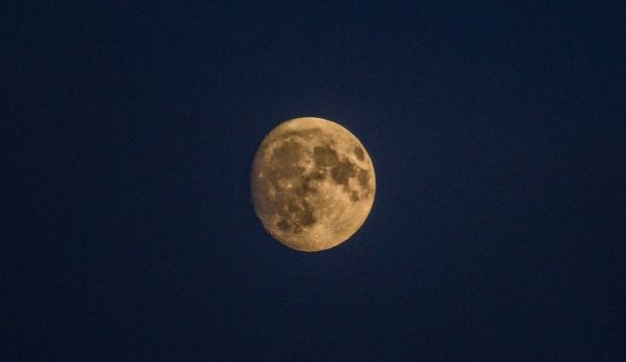 К Новосибирску приближается огромная Луна