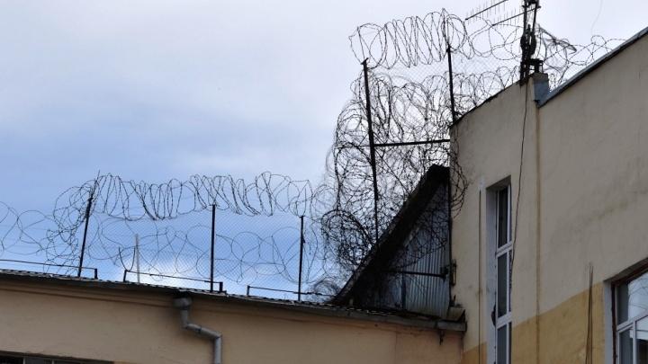 Двух полицейских, обвиняемых в убийстве тагильчанина, отправили за решётку на полтора месяца