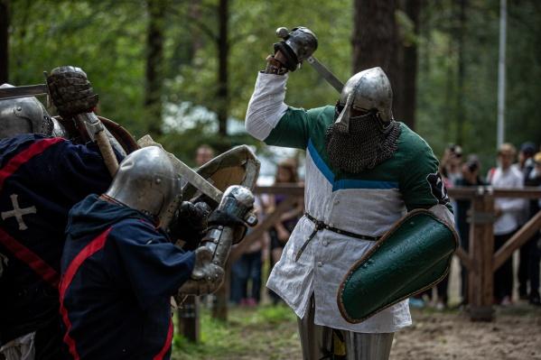 «Княжий двор»стал уже традицией— целые выходные участники фестиваля живут как в легенде о средневековых рыцарях