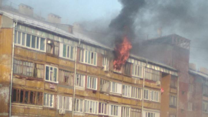 Эвакуировали 10 человек: на Олимпийской горела квартира