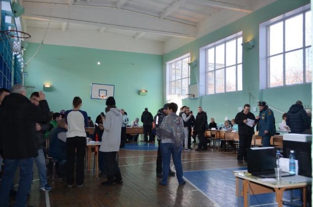 Специалистам помогают 150 волонтёров