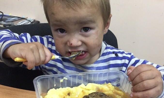 «Зовут Артём, толком не говорит»: волна спама о поиске родителей мальчика прокатилась по Красноярску