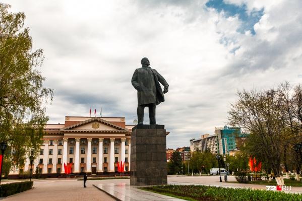 Памятник Ленину — визитная карточка площади