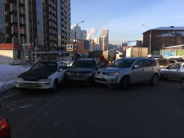 В аварию попалиToyota Corolla,Renault Duster и Mitsubishi Outlander