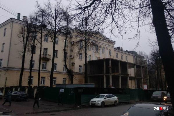 Ярославец Сергей Грибушков не смог пройти мимо такой стройки — он это сфотографировал и прислал в редакцию 76.RU